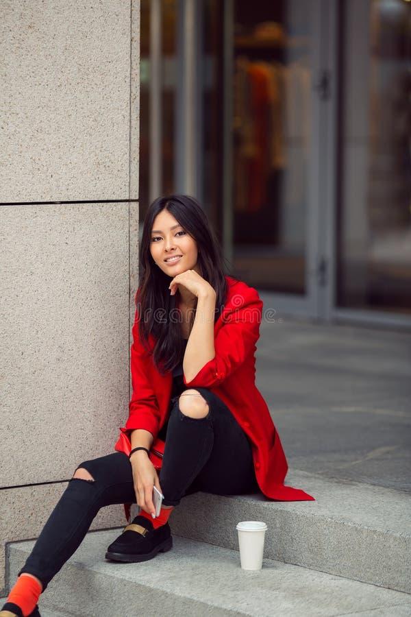 Azjatyckiej kobiety młody pracownik zdjęcia royalty free