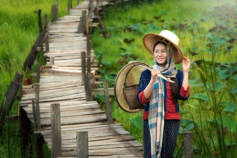 Azjatyckiej kobiety tradycyjna suknia zdjęcia stock