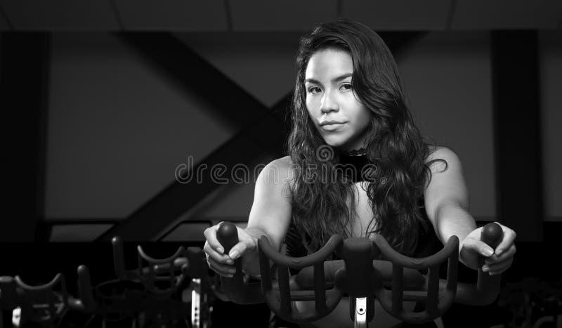 azjatykci gym azjatykci kobiety działanie obrazy royalty free