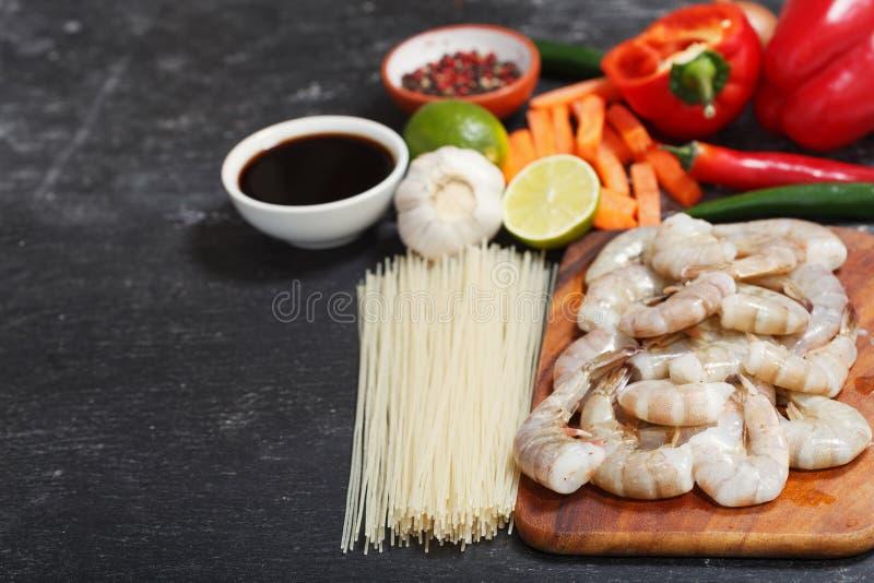 azjatykci jedzenie Składniki dla gotować fertanie smażyli kluski z garnelami obrazy stock