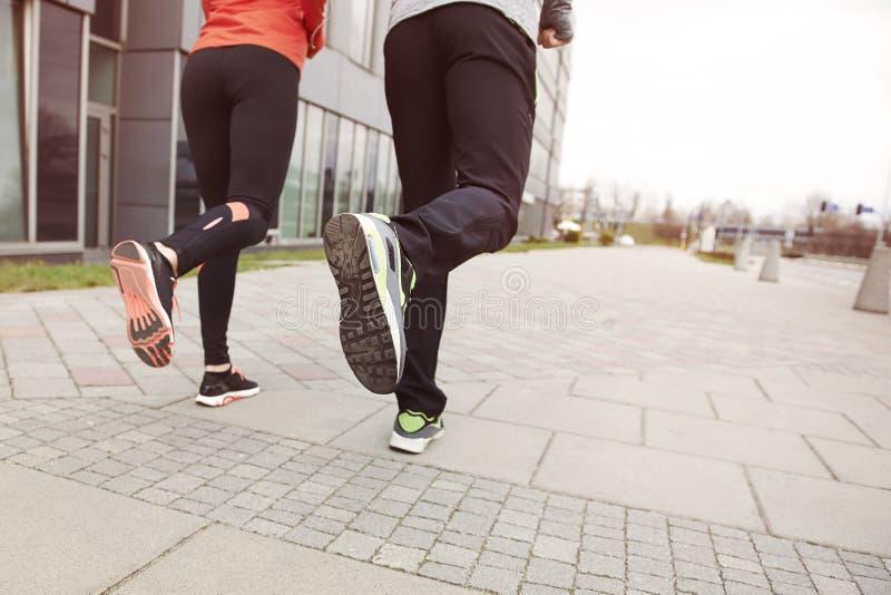 azjatykci piękni pary krajobrazu mężczyzna maratonu piękny drogowi bieg biegacza biegacze target670_1_ trenujący dwa kobiety zdjęcia royalty free
