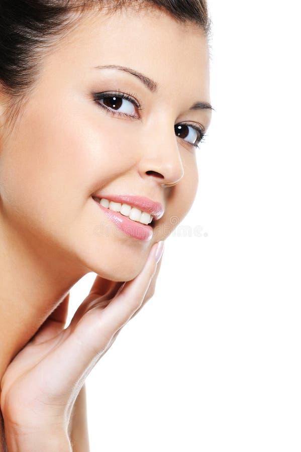azjatykci rozochocony czyścić ładnej twarzy kobiety fotografia royalty free