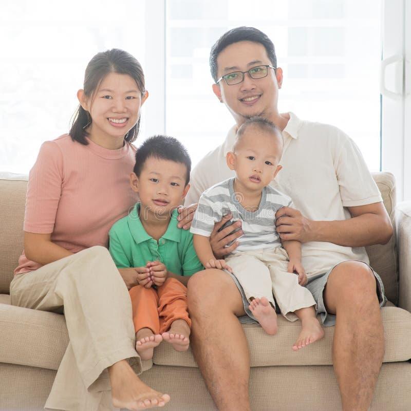 azjatykci szczęśliwa rodzina obrazy royalty free