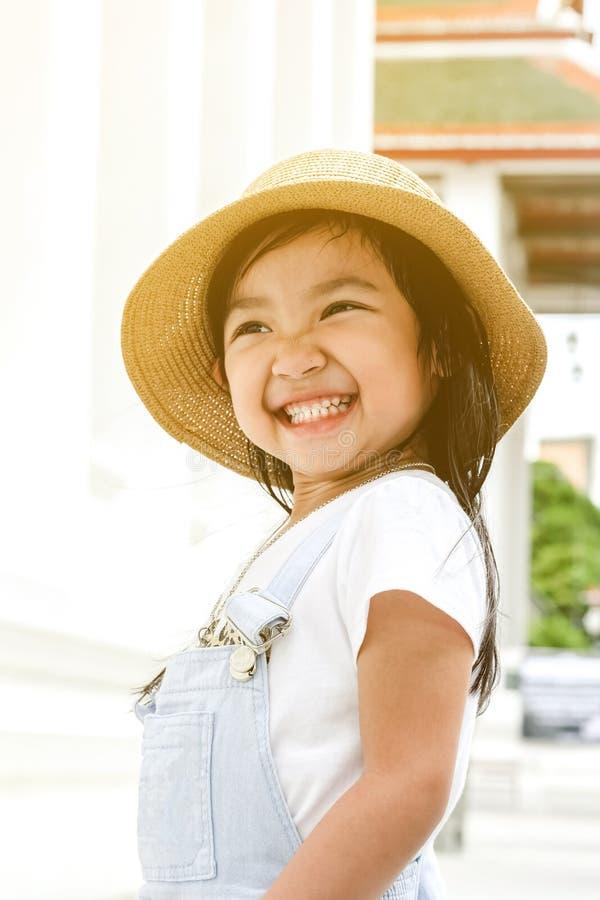 azjatykcia dziecko dziewczyna ono uśmiecha się jaskrawy obrazy stock