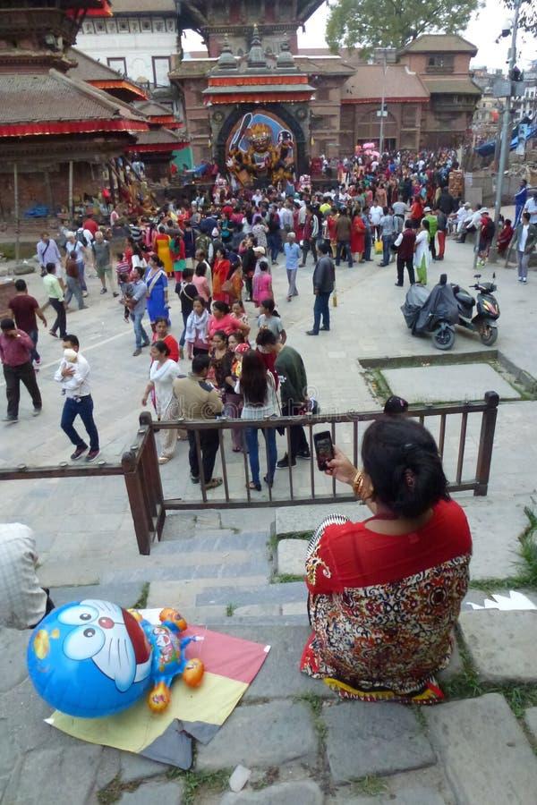 Azjatykcia kobieta bierze selfie w Durbar kwadracie, Kathmandu, Nepal fotografia stock