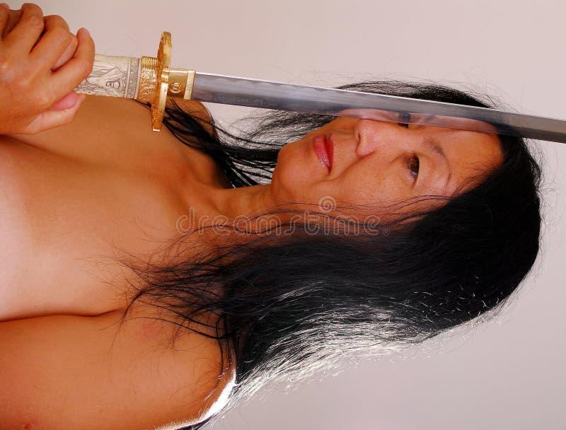 azjatykcia naga kobieta miecz. fotografia stock