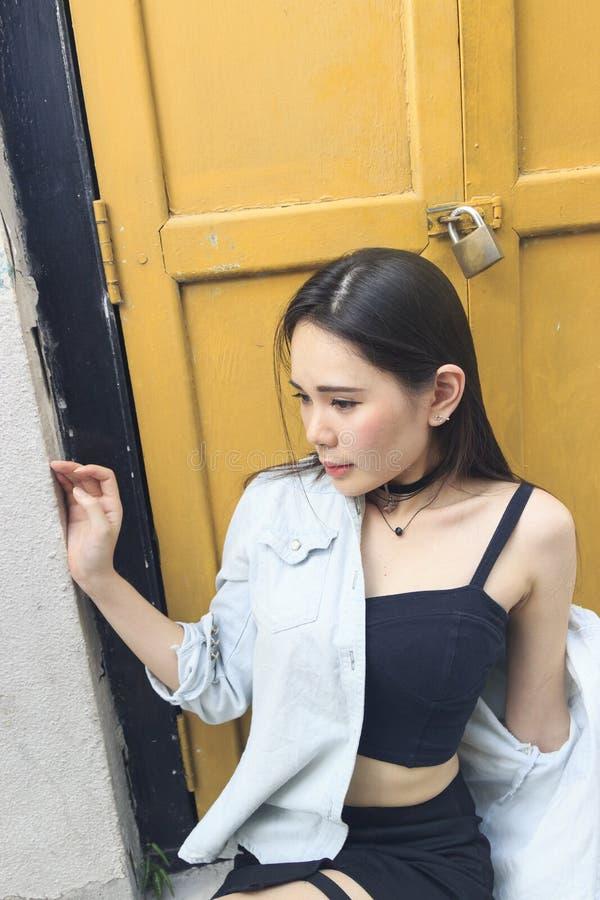 azjatykcia piękna dof dziewczyny portreta płycizna zdjęcia stock