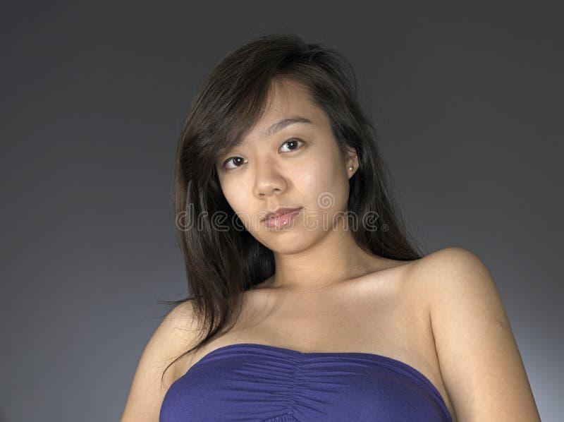 azjatykcia przypadkowa przyglądająca kobieta fotografia royalty free