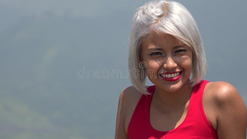 azjatykcia szczęśliwa kobieta uśmiechnięta obraz royalty free