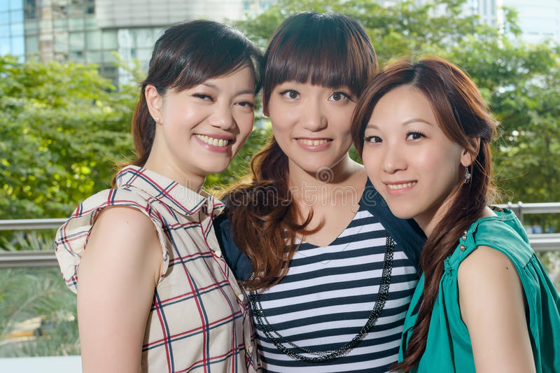 azjatykcia szczęśliwa kobieta uśmiechnięta zdjęcia royalty free