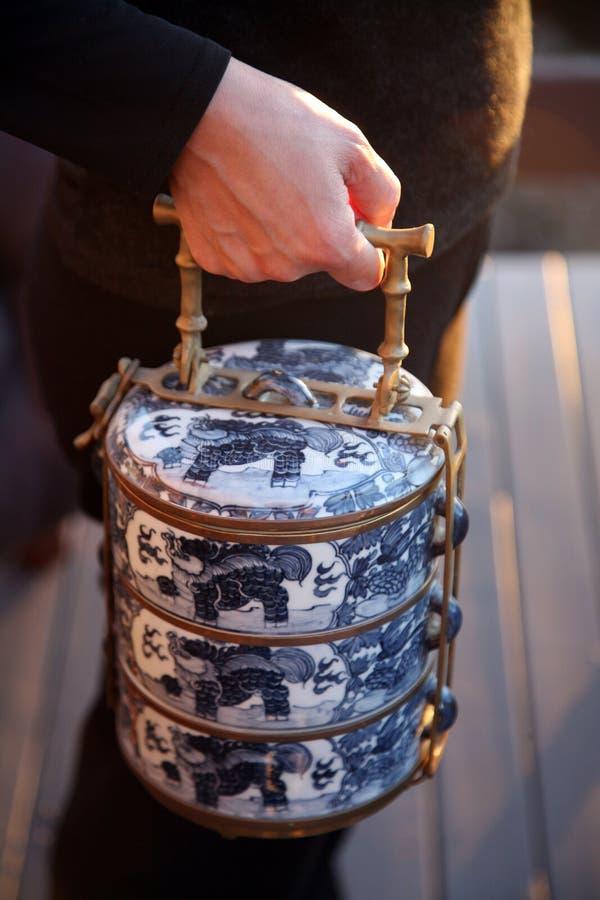 azjatykciego żywnościowe przewoźnika ręka jest tradycyjną obraz stock