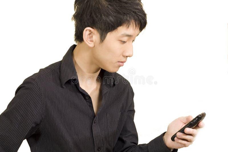 azjatykciego biznesmena przypadkowa komórka telefon texting zdjęcie stock