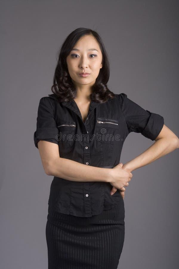 azjatykciego ubioru biznesowa ciemna kobieta obrazy stock