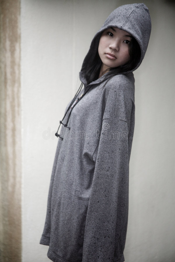 azjatykciej dziewczyny kapturzasta kurtka zdjęcie stock