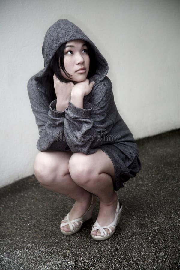 azjatykciej dziewczyny kapturzasta kurtka fotografia royalty free