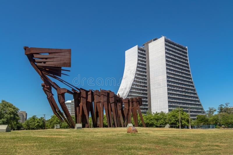 Azoreans Acorianos monument och Rio Grande do Sul Adminitrative byggnad - Porto Alegre, Rio Grande do Sul, Brasilien royaltyfria bilder