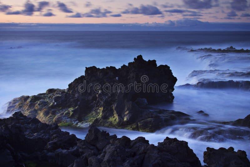 Azores: Puesta del sol en Mosteiros foto de archivo libre de regalías
