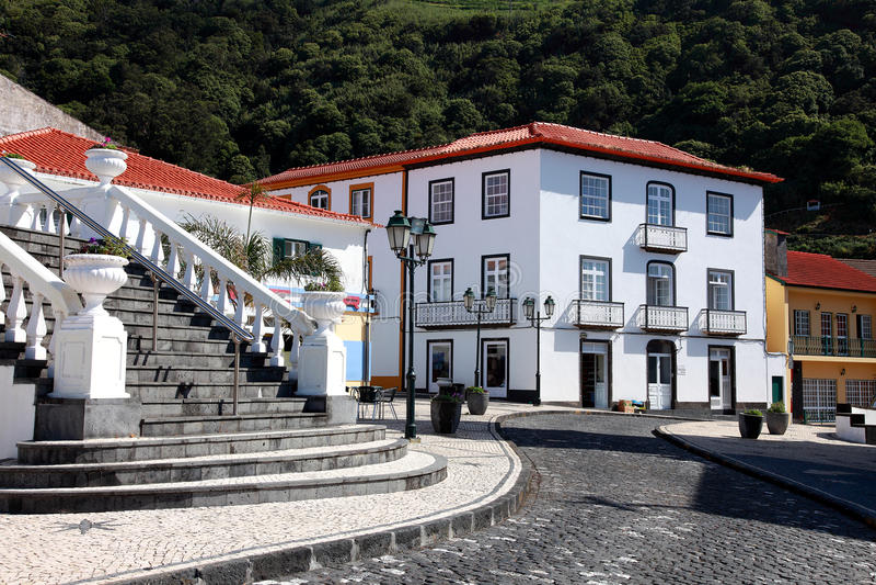 Azores, sao Jorge, Velas, escaleras al shoppingstreet imagenes de archivo