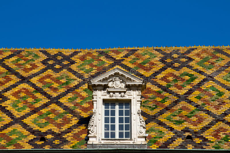 Azotea coloreada en la ciudad de Dijon - Francia foto de archivo