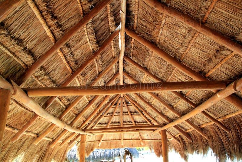 Azotea de madera del Caribe Palapa del sol imagenes de archivo
