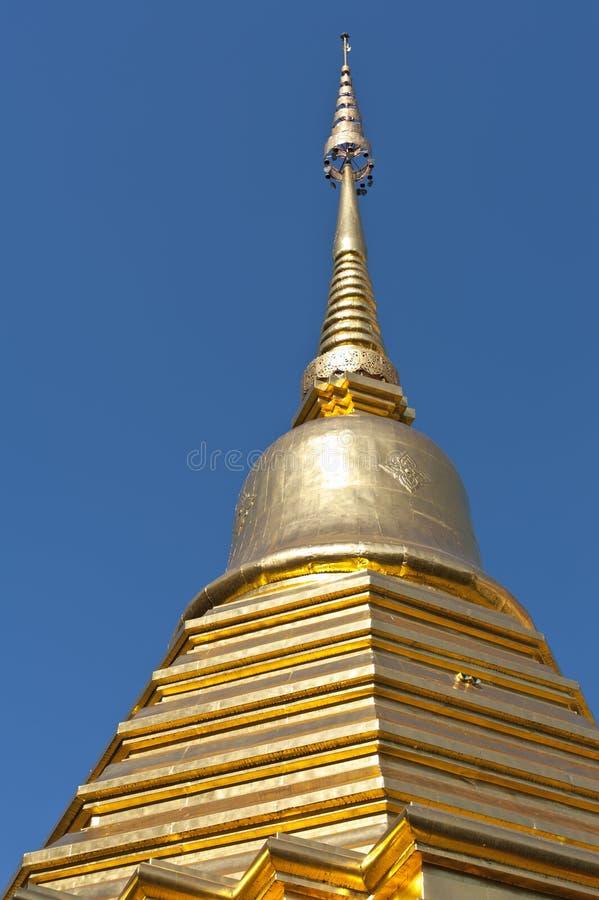 Azotea de oro de un templo en Tailandia fotografía de archivo libre de regalías