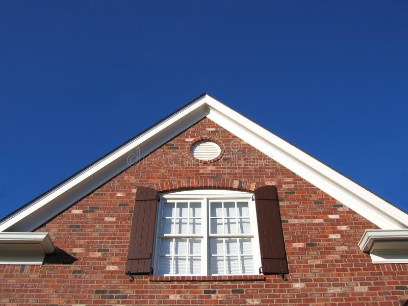 Azotea, ventana y cielo fotografía de archivo