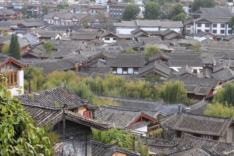 Azoteas en ciudad vieja china imagenes de archivo
