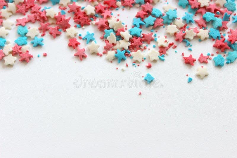 Azucare el desmoche para la torta, marco en un fondo blanco, espacio libre para el texto fotografía de archivo libre de regalías