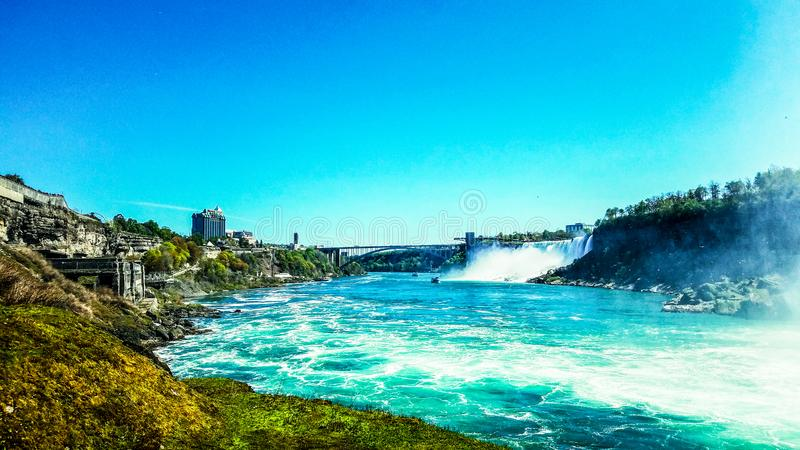 Azuis brilhantes em Niagara Falls fotografia de stock