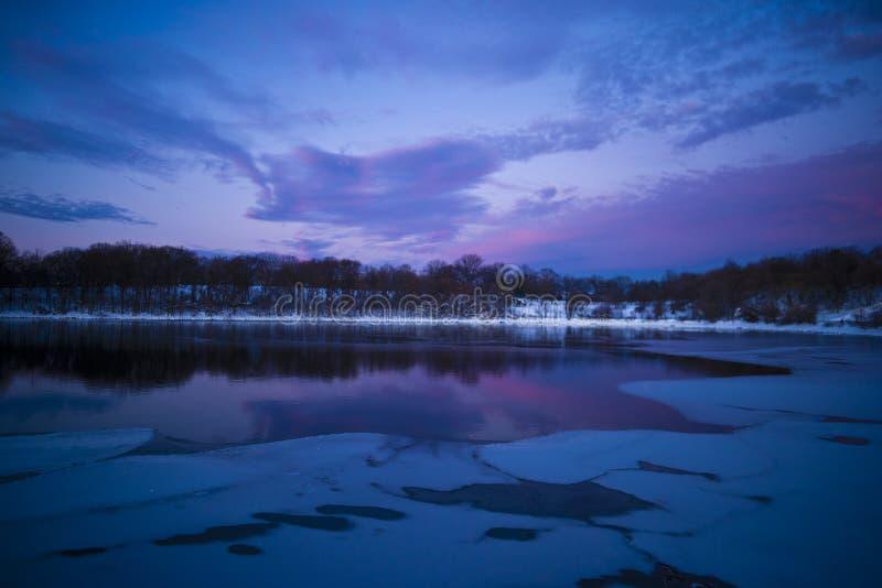 Azuis congelados do lago fotos de stock