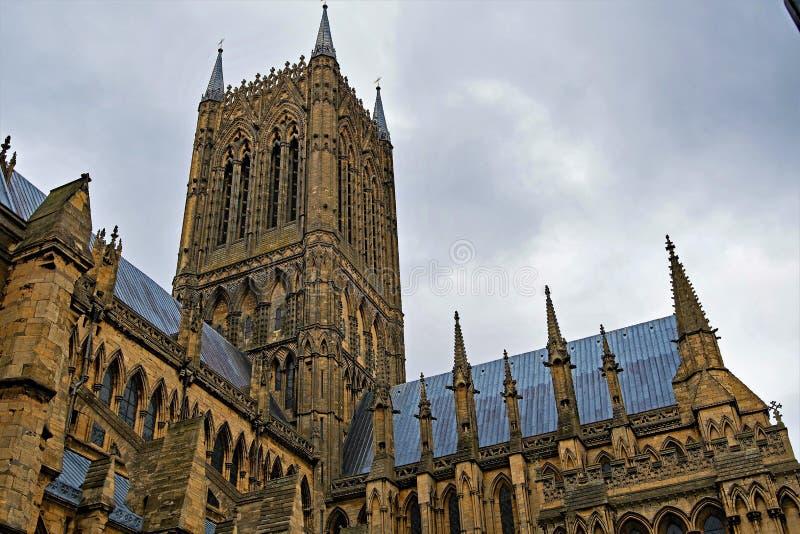 Azuis de janeiro, no lado na direção ocidental de Lincoln Cathedral fotos de stock royalty free
