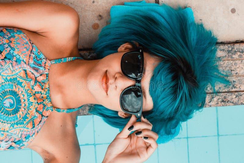 Azul, belleza, pelo negro, gafas