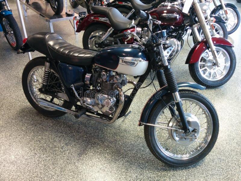 Azul 1971 de la motocicleta de Triumph del vintage fotografía de archivo