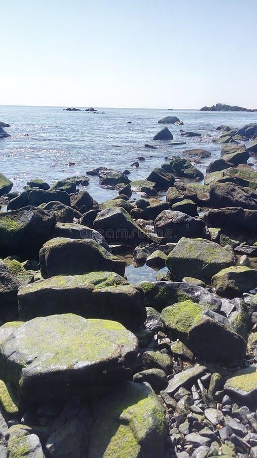 Azul de la playa del mar imagenes de archivo