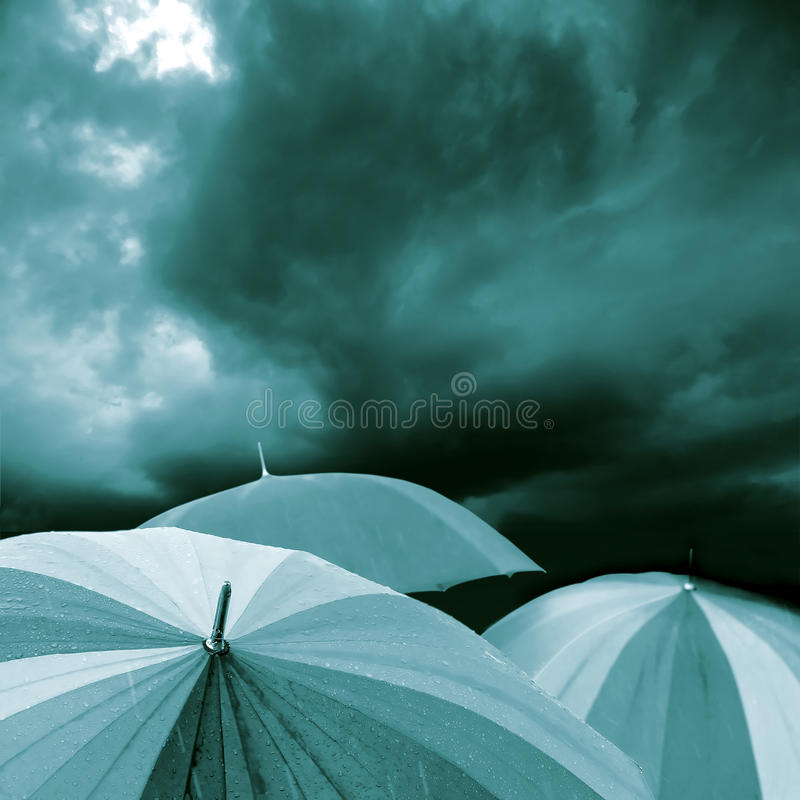 Azul del paraguas imagen de archivo