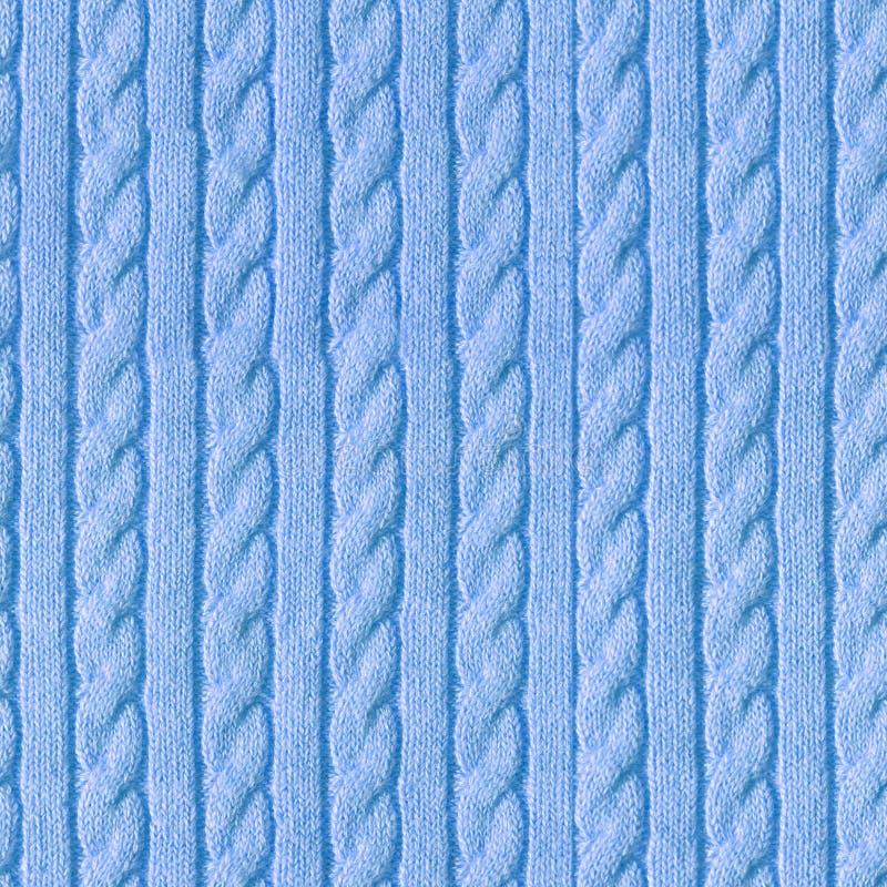 Azul feito a mão feito malha da camiseta de lãs com uma trança imagem de stock
