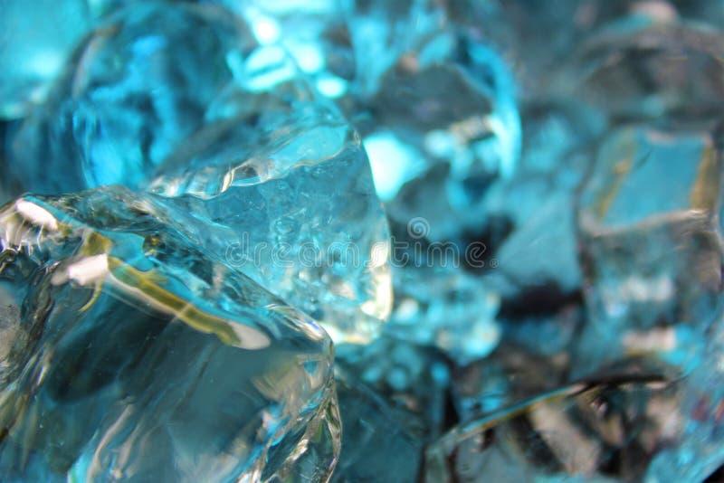 Azul frio, cerceta e cubos de gelo coloridos bege fotografia de stock royalty free