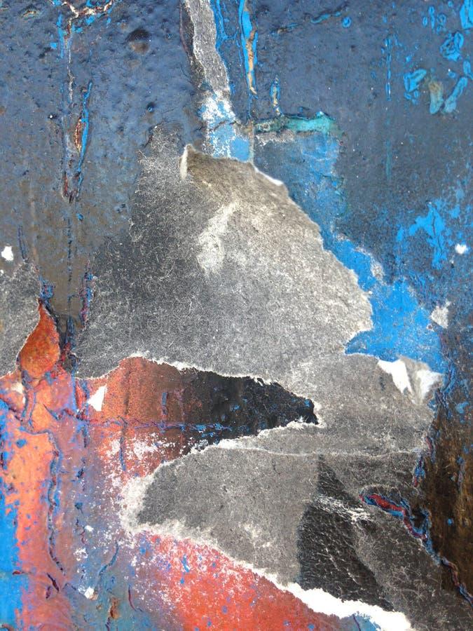 Azul helado superficial oxidado con la indirecta del rojo en negro imágenes de archivo libres de regalías