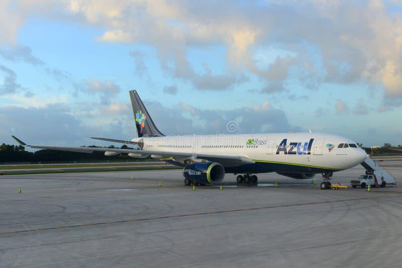 Azul linie lotnicze A330 przy Ft Lauderdale lotnisko zdjęcia stock