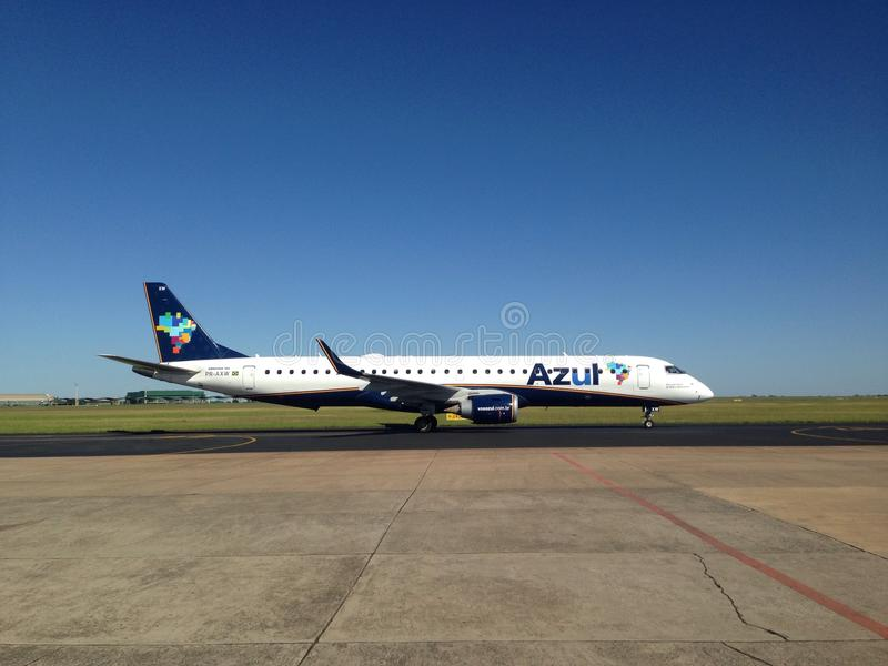 Azul linie lotnicze samolotowe zdjęcia royalty free