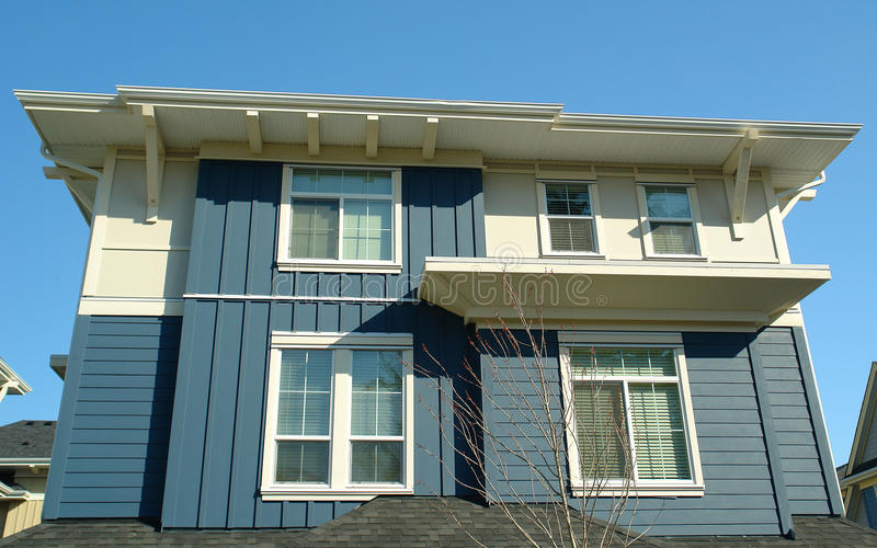 Azul moderno novo da casa da casa imagem de stock royalty free