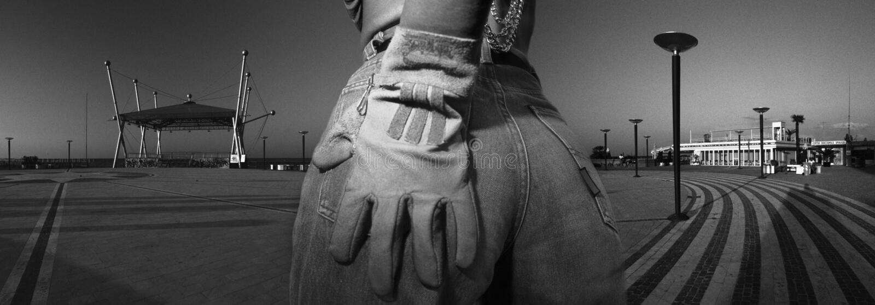 Azul-pantalones vaqueros atractivos de la mujer foto de archivo