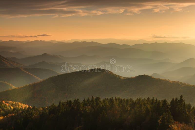 Azul Ridge Mountains North Carolina do nascer do sol foto de stock royalty free