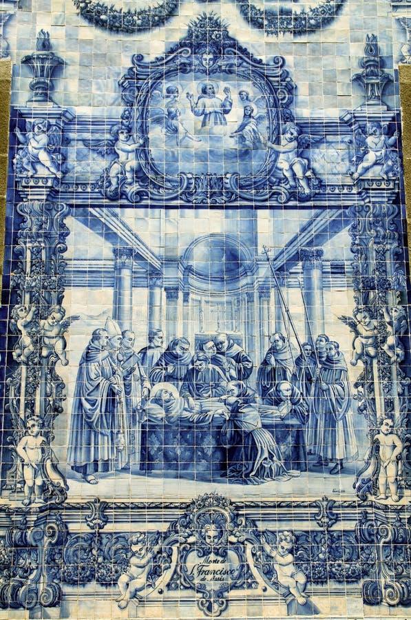 Azulejos на Capela das Almas в Порту, Португалии стоковые изображения