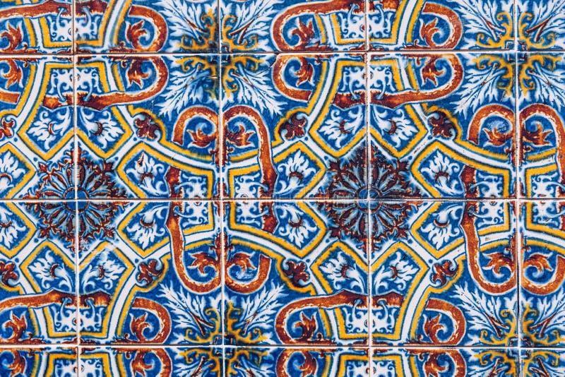 Azulejo форма покрашенных португальского или испанского языка, работа олов-застекленной, керамической плитки Azulejos традиционны стоковые изображения