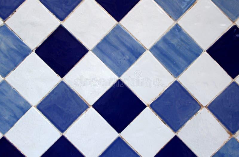 Azulejo, vieille tuile peinte à la main traditionnelle portugaise d'art photos stock
