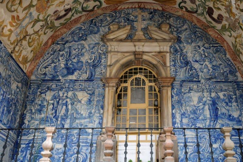 Azulejos σε μια παλαιά πόρτα σε Obidos στοκ εικόνες