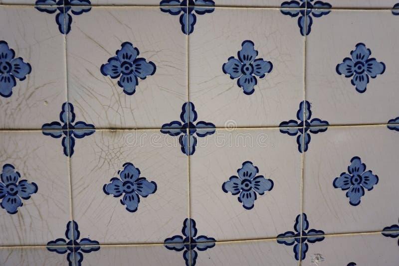 Azulejos avec les fleurs bleues photographie stock libre de droits
