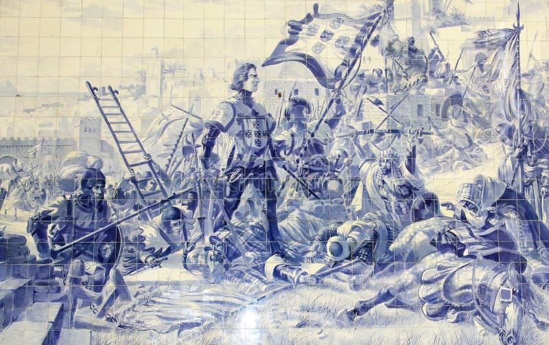 Azulejos azules de las tejas que representan a príncipe Henry el navegador durante la conquista de Ceuta en 1415 Estación de tren imagen de archivo
