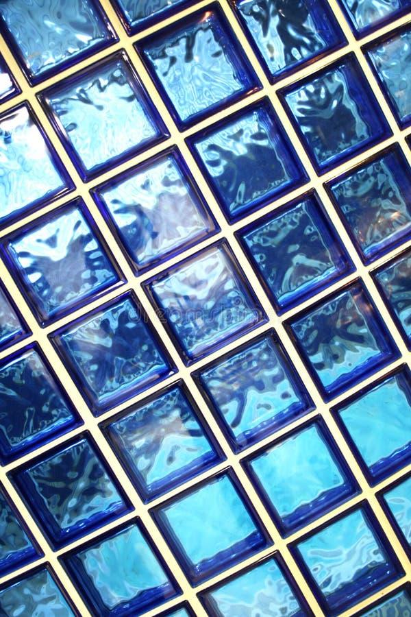 Azulejos azules del cuarto de baño foto de archivo